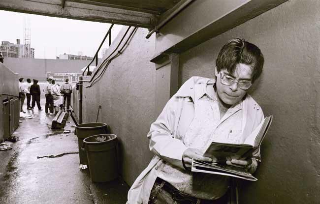 Stephen King leyendo